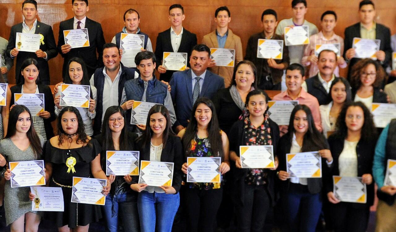 Más de 50 jóvenes concluyen taller de emprendimiento en el PAN