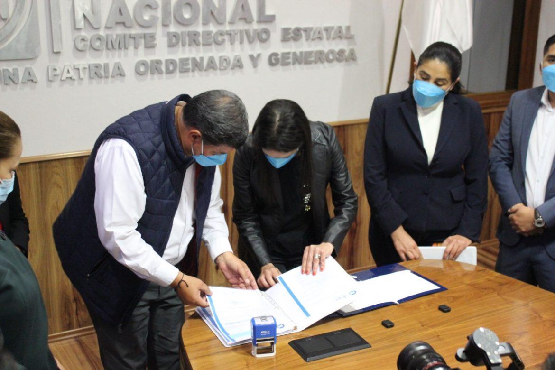 Se registra Javier Castrellón como aspirante a precandidato a Diputado Federal.